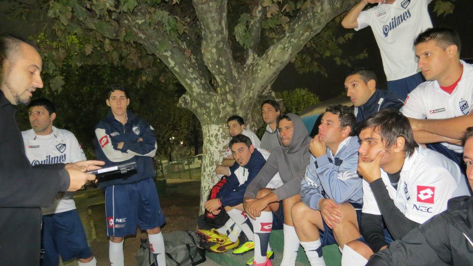 Lunes a lunes, los periodistas partidarios de diez clubes del Fútbol Argentino dejan la vida en la cancha.Acompañamos a los muchachos del QAC en una jornada completa.