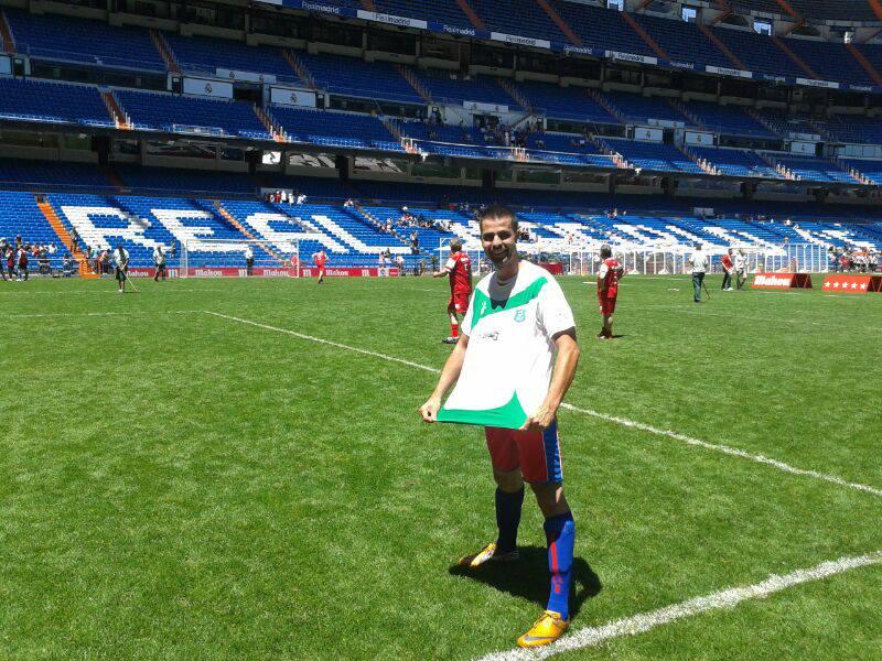 Para nuestros amigos Cf7eucaliptos1, equipo de fútbol amateur de las Islas Canarias, jugar un partido en el Santiago Bernabéu era algo imposible de realizar. Un día se presento una oportunidad y se anotaron en un sorteo que realizaba un sponsor del Real Madrid.