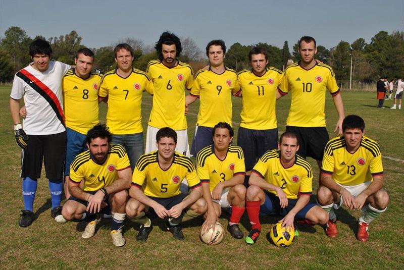 Fanáticos del equipo de la selección de fútbol colombiana de los ´90, llamaron a su equipo Colombia 94. En su honor usan la camiseta amarilla como la del seleccionado.