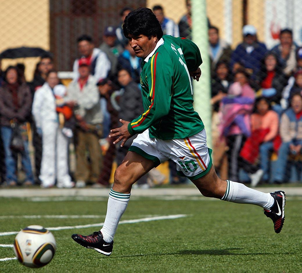 El presidente de Bolivia confirmó que jugará unos minutos en partidos del Sport Boys, equipo de la primera división de ese país