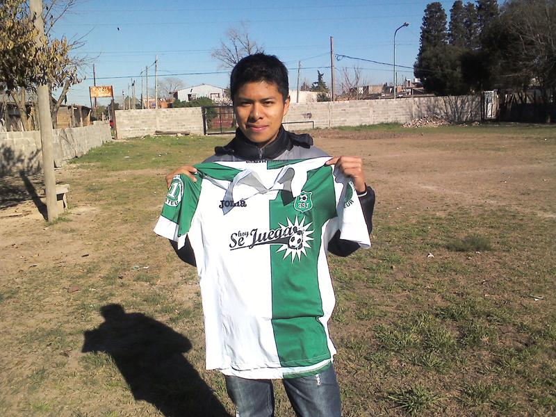 Visitamos el Club Infantil Hogar de Berazategui para conocer el difícil mundo del fútbol para chicos. No basta saber entrenarlos, hace falta ganarse su confianza y transformarse en su referente.