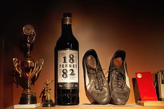 Ahora que la palabraFERNETse agrego al diccionario de la Real Academia Española, solo falta agregarlo al reglamento de fútbol de FIFA como bebida ideal para celebrar con amigos después de jugar al fútbol y comer algo rico