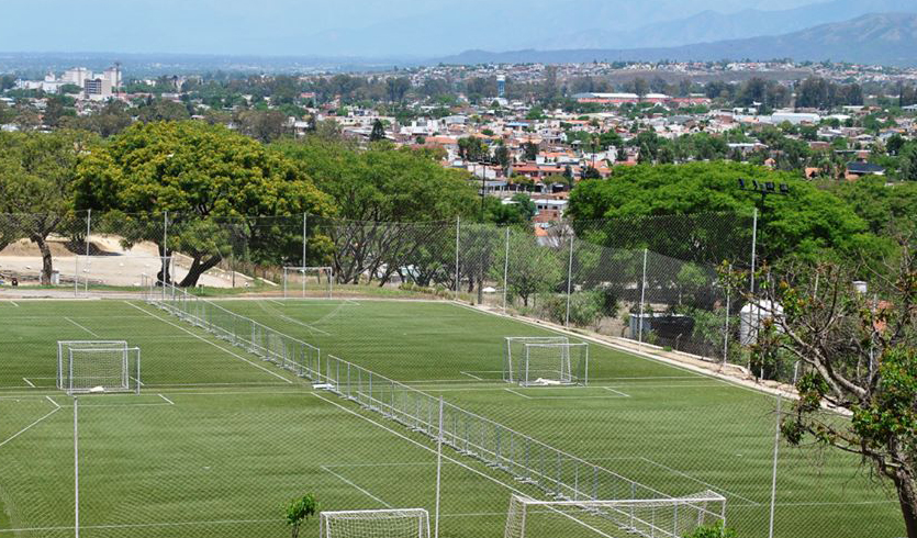 """En esta ocasión, estamos en Salta """"La Linda"""". Donde la gente de Il Calcio Salta nos abrió sus puertas. Lucas Montalbetti, el dueño del complejo nos habló sobre cómo es armar canchas en el norte argentino."""