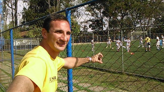 Andrés Cabrera es coordinador del Club Renato Cesarini, en Rosario, Santa Fé. Trabaja con fútbol juvenil y nos cuentas sus tips, sus ideas y sus estilos de vivir el fútbol en un club importante, pero siempre amateur.