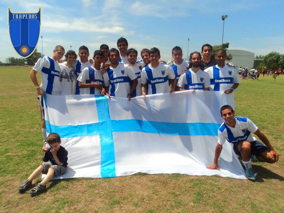 Nicolás Ugarte formó un club con los amigos de la infancia y lo hizo crecer. Hoy, la vida lo alejó 1300 km de ellos, pero el sentido de pertenencia sigue intacto y más vivo que nunca.