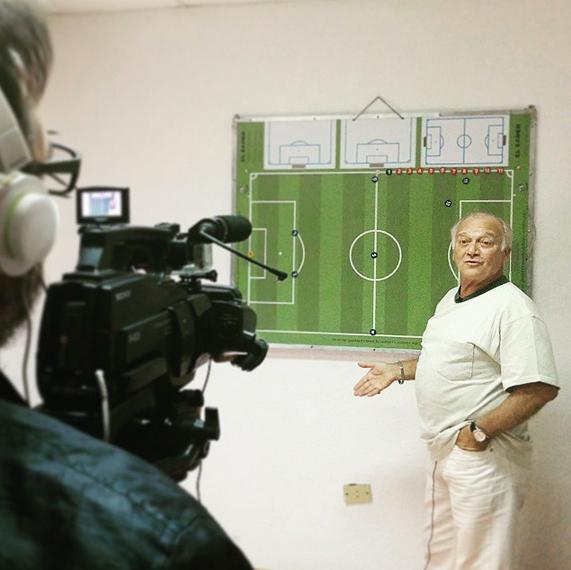 A la hora de armar un equipo, manejar un grupo y elegir la mejor táctica de juego surgen muchos interrogantes en el fútbol amateur.