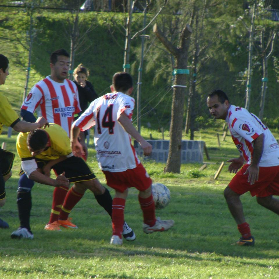 Estrella Roja es el último campeón de los Torneos El Trébol en fútbol 11 de los domingos. En esta nota, algunos de sus jugadores nos cuentan la experiencia de haber cumplido el objetivo de conseguir el campeonato y cómo se preparan para lo que se viene.