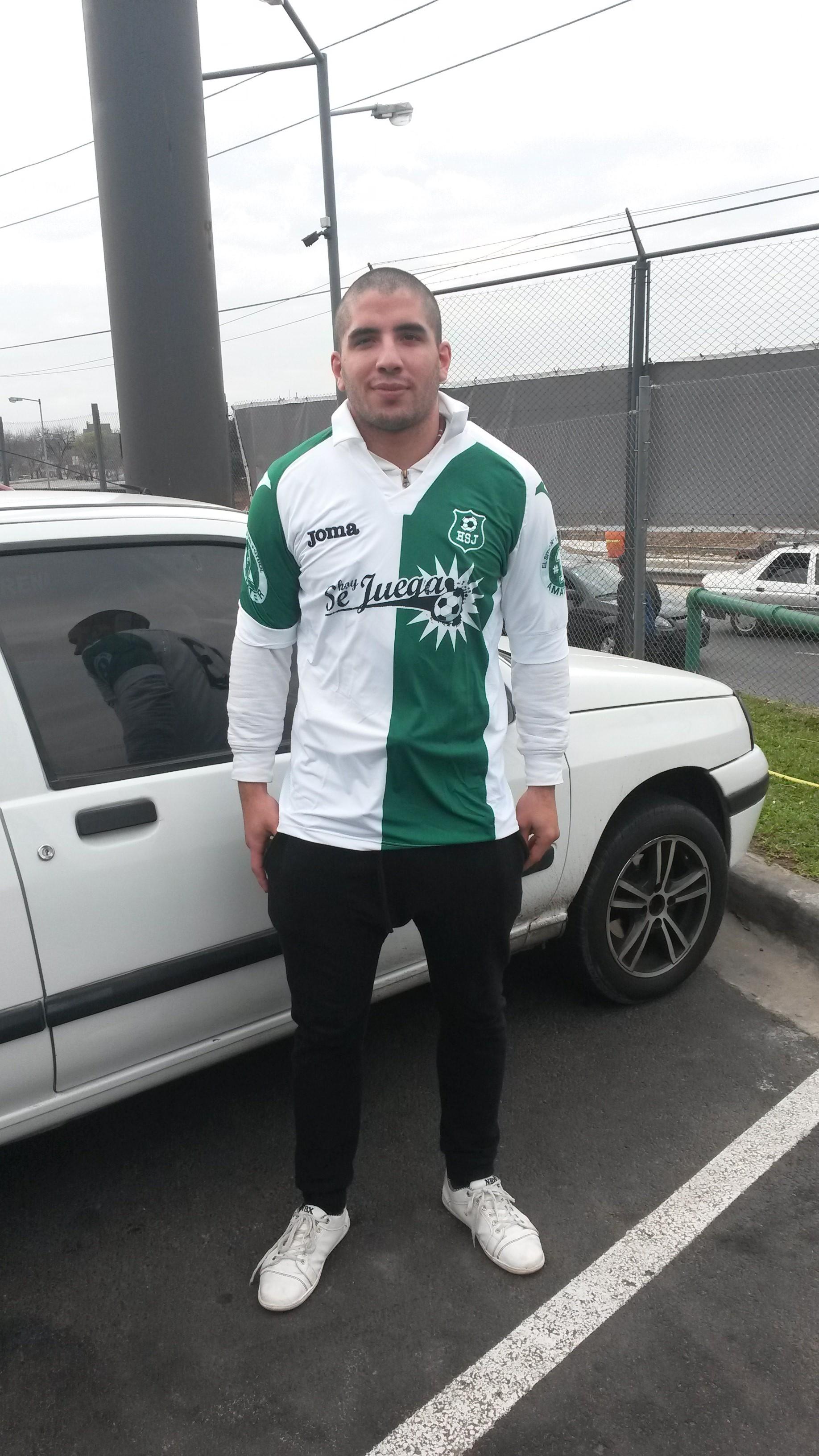 Cristian Hernández fue elgoleadordelTorneo InicialdeEl Trébolenfútbol 11. Con un pasado enDeportivo Español, en la actualidad se encuentra muy cómodo con su equipoEl Furgón,aunque no descarta la posibilidad de volver alfútbol profesional.