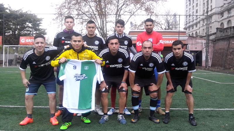 El equipo QRX juega al fútbol 8 en los torneos de Sport Pro. Se conocen todos de su trabajo en la Policía Federal y por eso su equipo lleva el nombre de un código usado en su empleo.