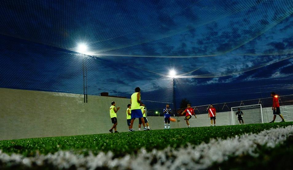 Patricio un día fue a jugar con sus amigos a la Agrupación Atlética Chivilcoy y terminó siendo contratado para manejar la canchita de fútbol 5 del club.