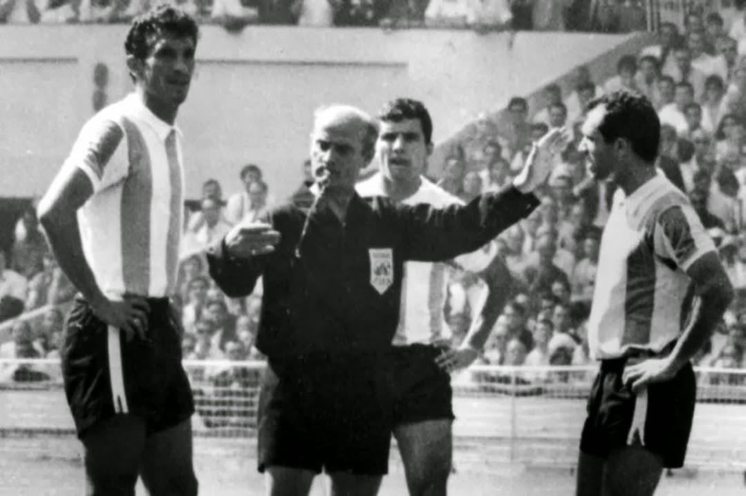 Recordamos hace cincuenta años el partido entre Argentina e Inglaterra que derivó, tras una situación particular, en la cración de un lenguaje universal para el fútbol.