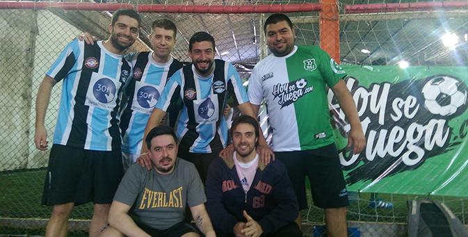 Brigada LPR desde el 2010 vive alegrías y tristezas como grupo de amigos. Separado hace unos años, se juntaron para un torneo relámpago en Fénix Fútbol y nos contaron sus historias.
