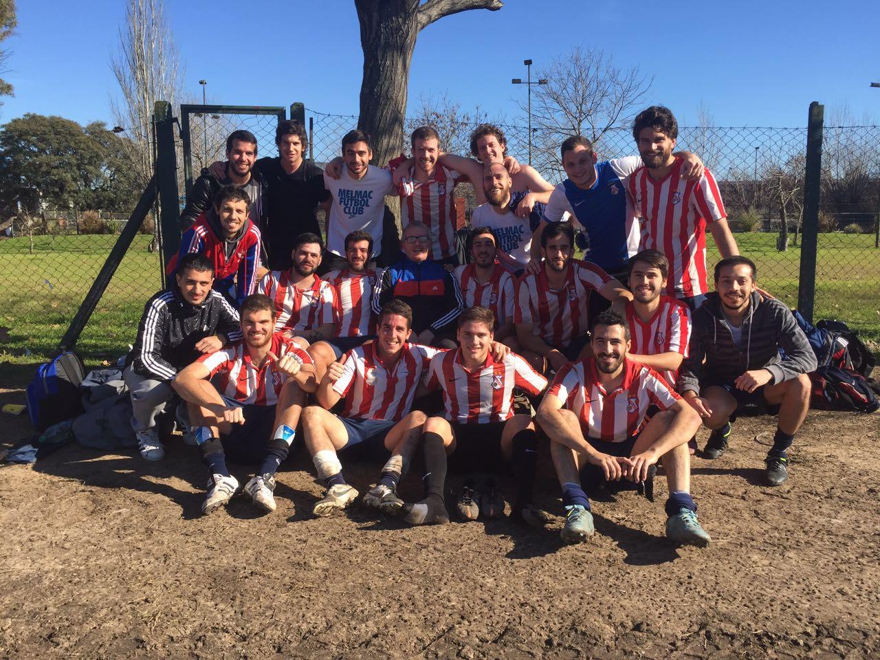 """<p>El equipo Melmac FC juega en la División de Honor de la UBA y cuenta la historia<span style=""""font-size: 12.8px;"""">de sus ascensos, como son sus entrenamientos y apuntan a que sea más que solo un equipo de fines de semana. Lee todo acerca de ellos.</span></p>"""