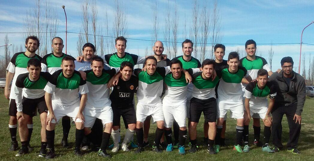 Conversamos con Marcelo Ferrandi, DT de Bartolo, un equipo de amigos que juegan juntos al fútbol hace nueve años. Todos son de Neuquén y disputan el Torneo 300 Forever, en Río Negro.