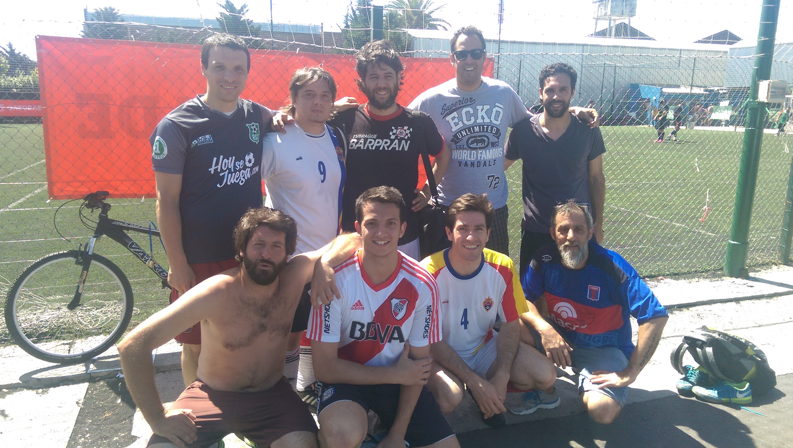 El equipo Pachorra Smaldone juega fútbol 8 en los torneos Edeba y sus jugadores nos cuentan sobre sus casi diez años de historia en el fútbol amateur