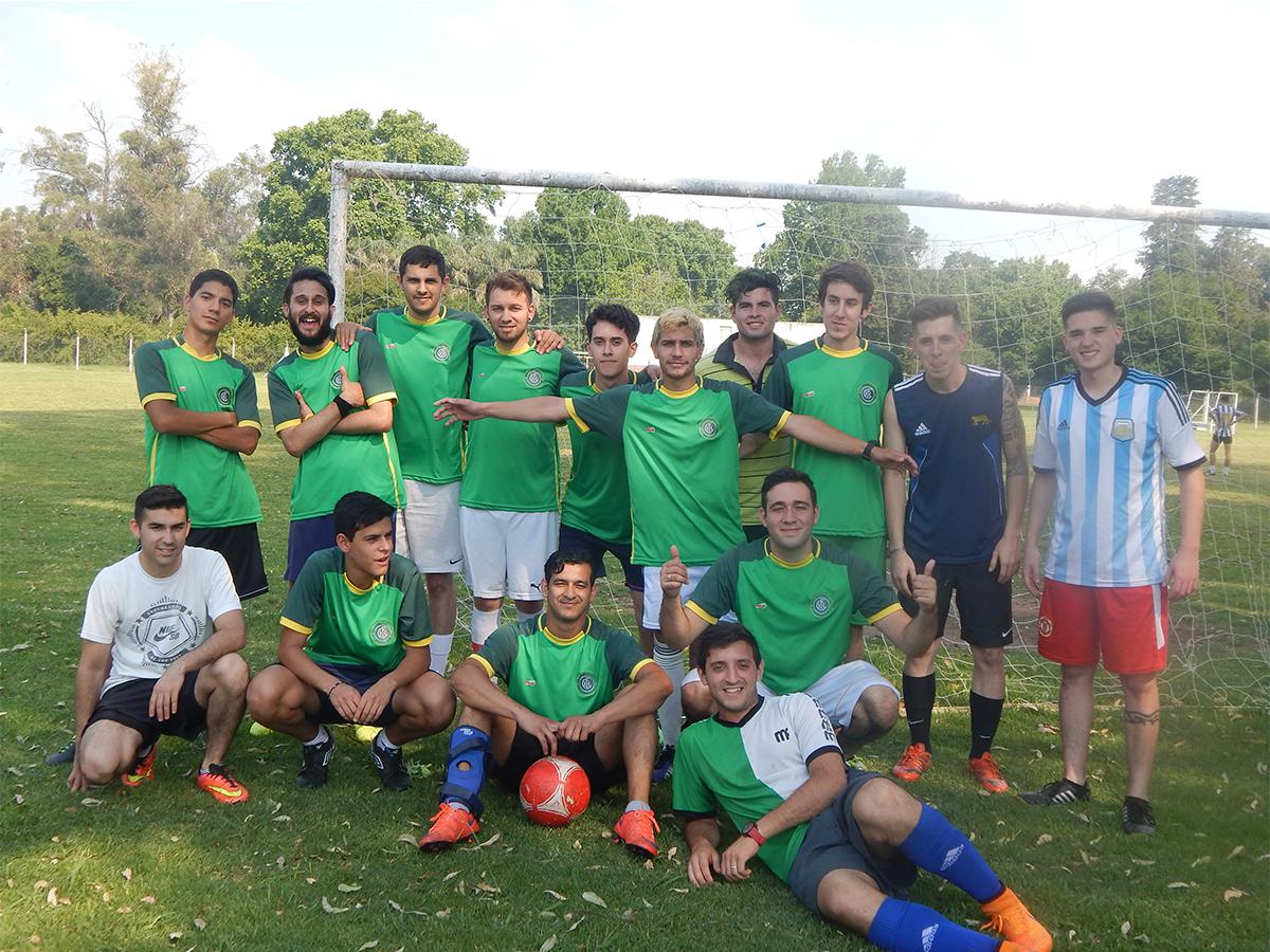 El equipo Hanawa F.C. juega fútbol 7, fútbol 11, formó parte de un partido solidario a beneficio del Garrahan y cuenta toda su historia a HoySeJuega