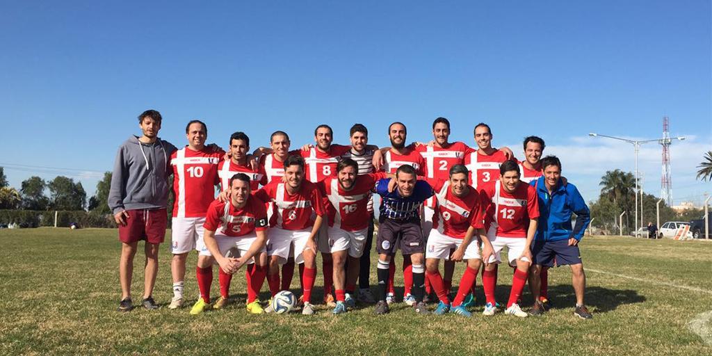 Enzo Cappa, ex jugador de la primera división de Godoy Cruz de Mendoza, juega actualmente en su equipo 'Once Caldos' y cuenta la diferencia entre amateurismo y profesionalismo