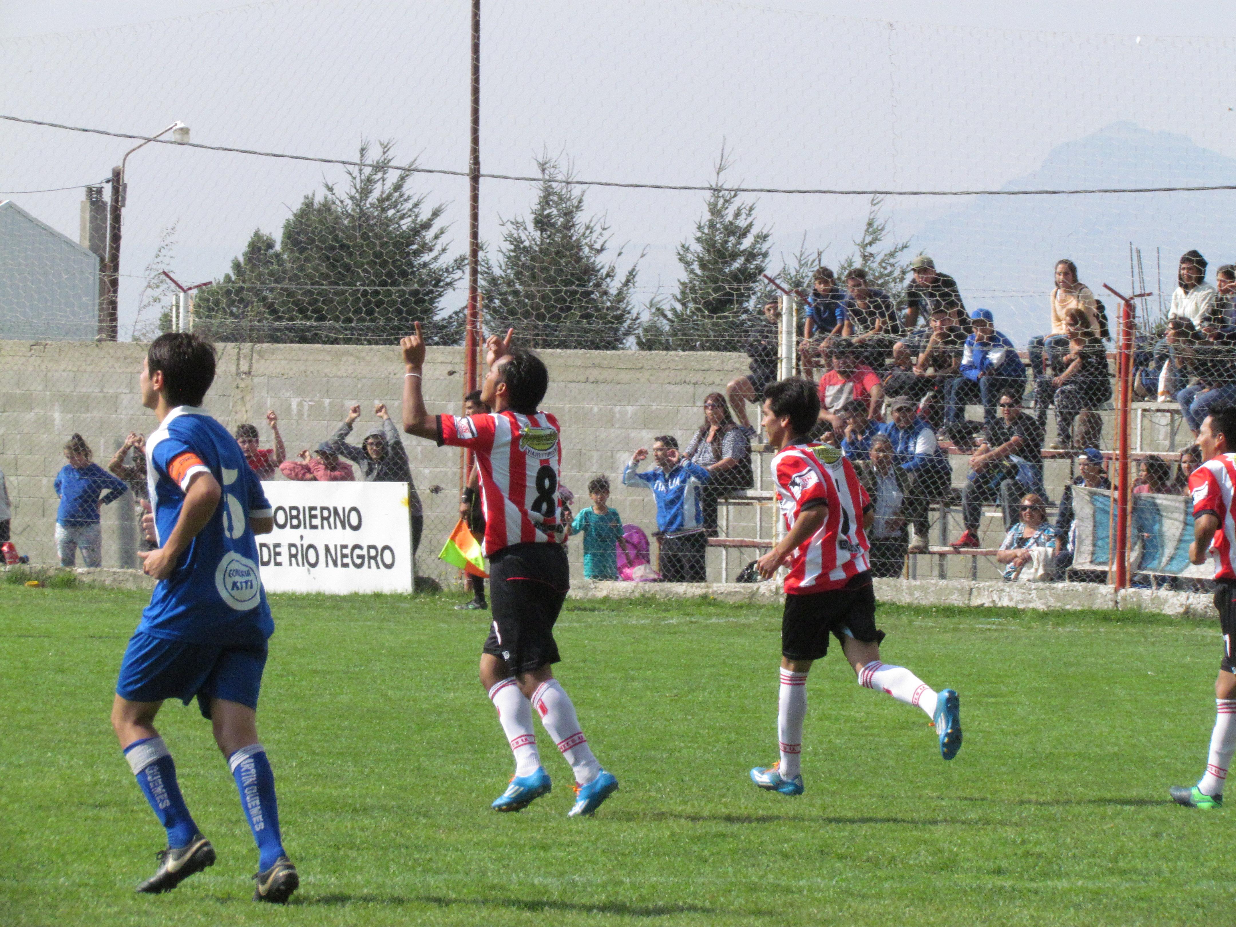 Marcelo Sisto es jugador del equipo Estudiantes Unidos de Bariloche y nos cuenta cómo ser lo más profesional dentro de una Liga 100% amateur