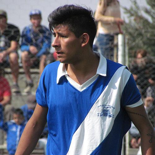 Gonzalo Romero es jugador de Martín Güemes en Bariloche, Argentina y afirmó que sueña con llegar al fútbol profesional gracias al amateur.
