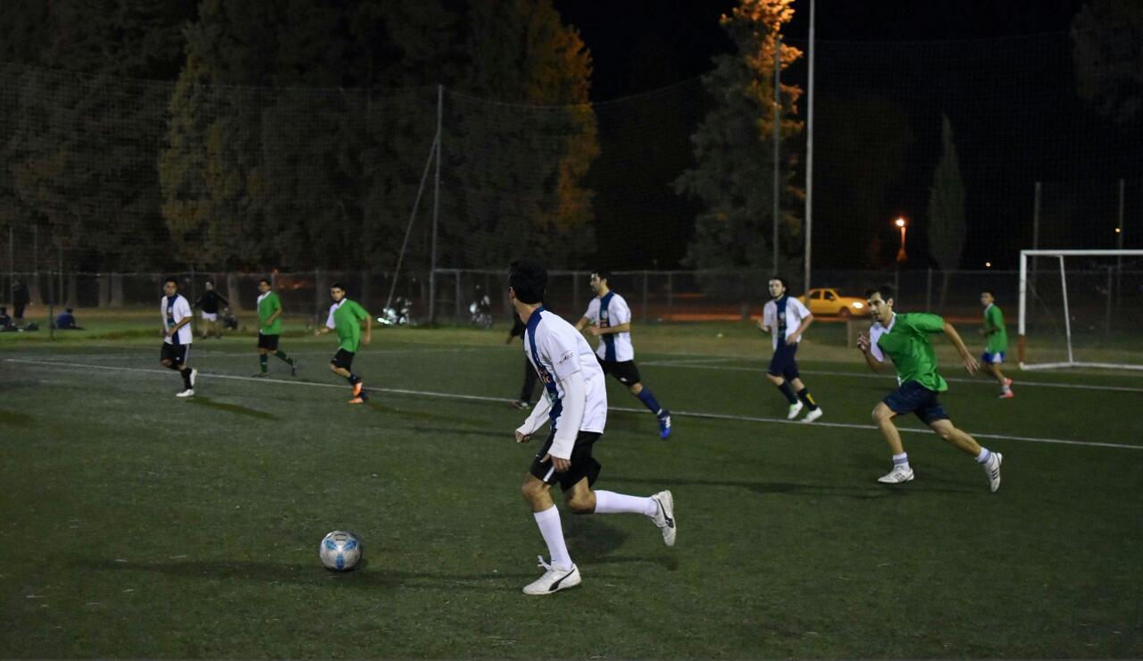 Ubicado cerca de la Universidad y orientado a ese público, el torneo La Gran Siete de Córdoba, Argentina, vive lunes a lunes la pasión por el Fútbol Amateur