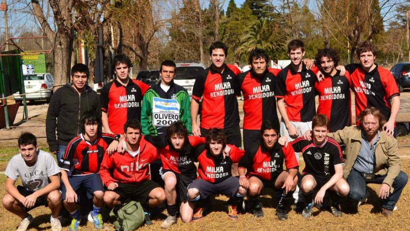 Lecheros es el único equipo que logró dos títulos en el Torneo San Viernes en Córdoba, Argentina. Nos contactamos con Facundo Sancho, integrante del plantel, quien le contó a HoySeJuega toda la historia del conjunto.