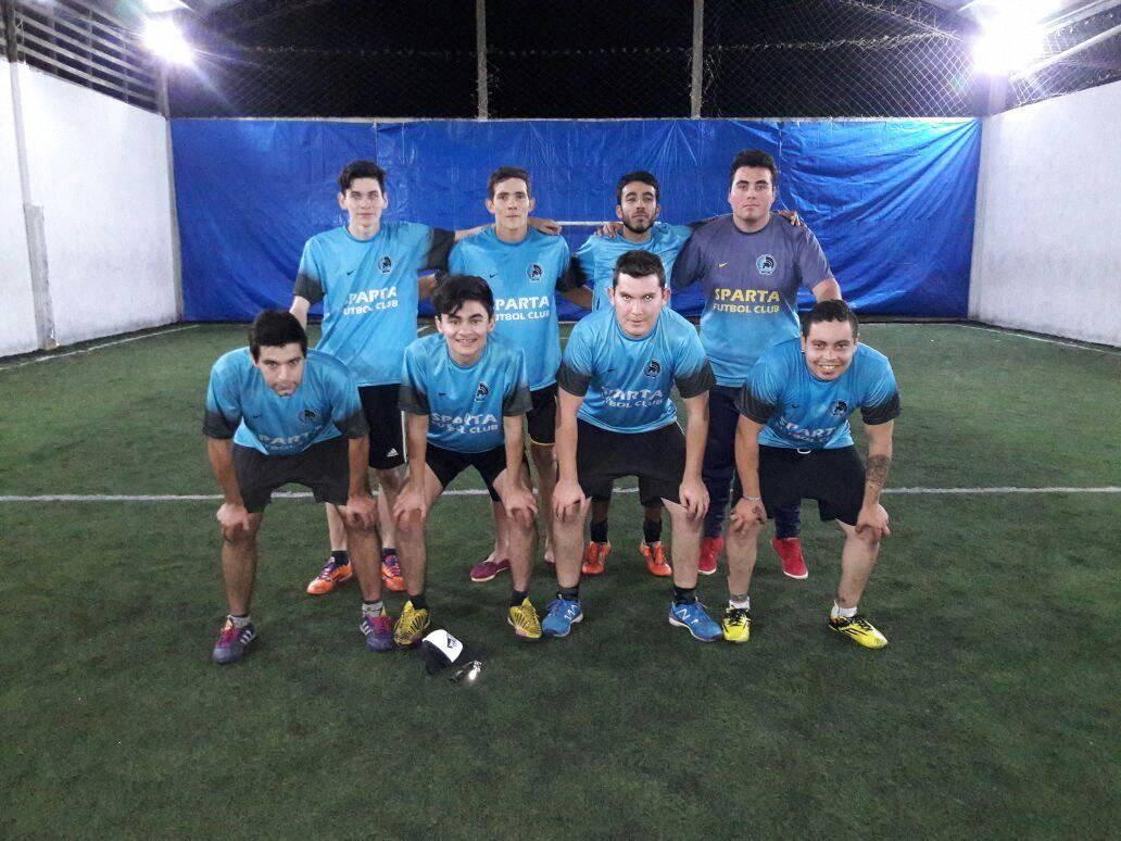 Ezequiel Moreyra es jugador de Sparta Fútbol Club, un equipo amante del Fútbol 5 quien tras un torneo, logró salir en un diario de la ciudad.
