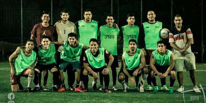Jairo nació en Perú, tiene 29 años y forma parte del club que creó: Deportivo Internacional A.F.C. un elenco que alberga extranjeros en Argentina desde 2013.