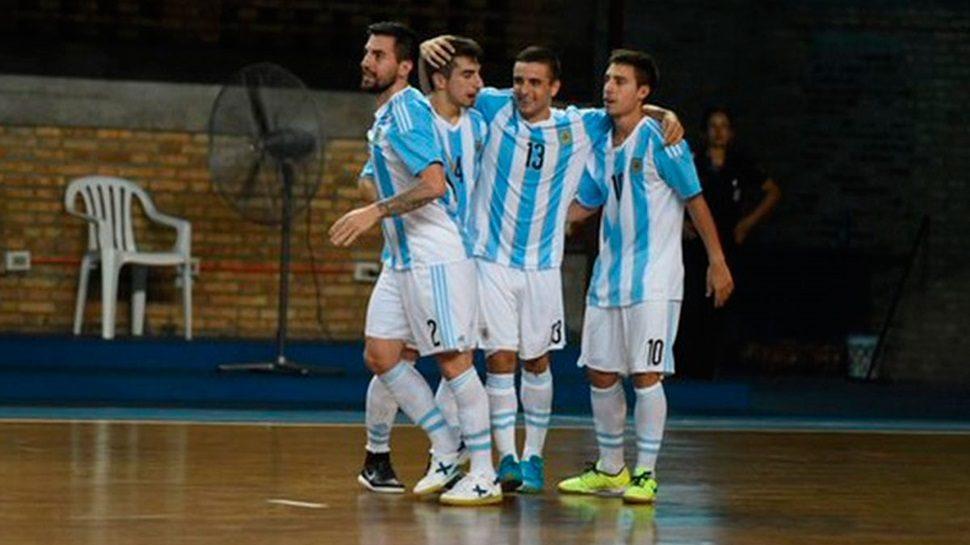 HoySeJuega charló con Diego Giustozzi, el director técnico de la selección nacional de futsal, en dónde el amateurismo todavía es la máxima característica en este deporte.