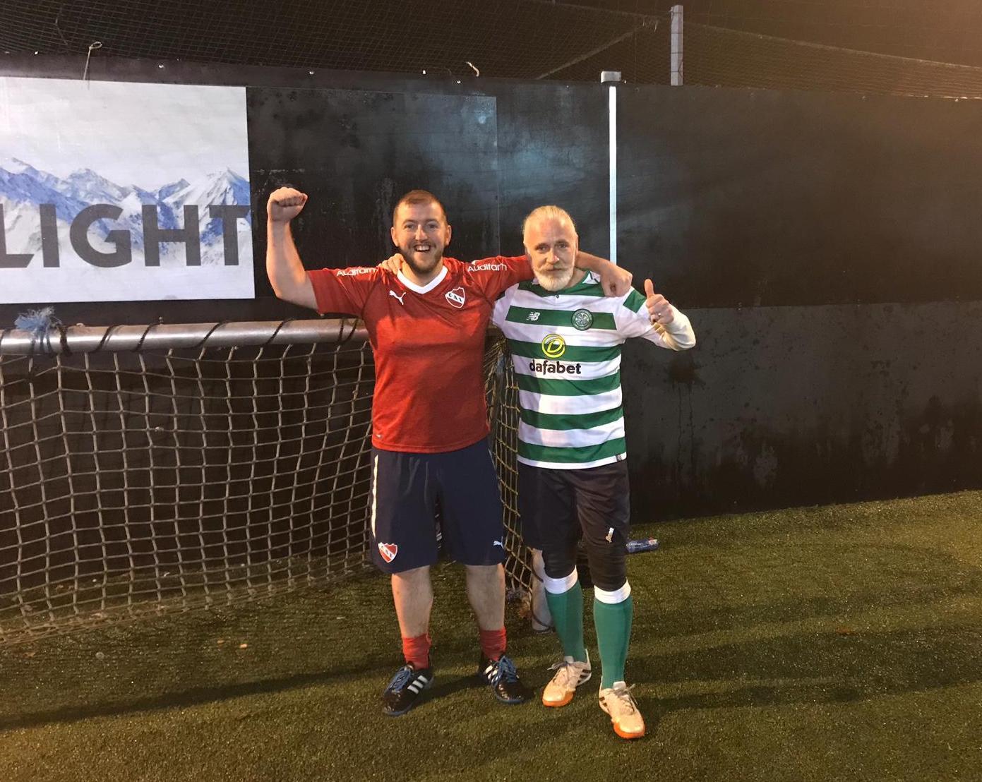 """Mark viajó de visita a Buenos Aires desde el Reino Unido y durante su estadía nos contó sobre su ya agendado """"Martes de fútbol"""" en Glasgow. Súmate a esta historia de amigos que no tiene fronteras en una nueva sección de HoySeJuega Internacional."""